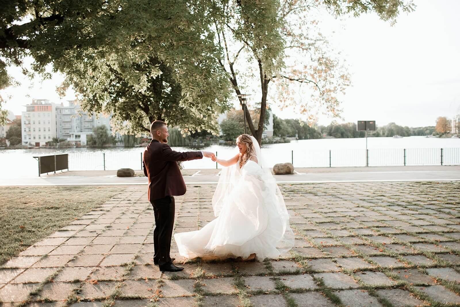 Brautpaar tanzt