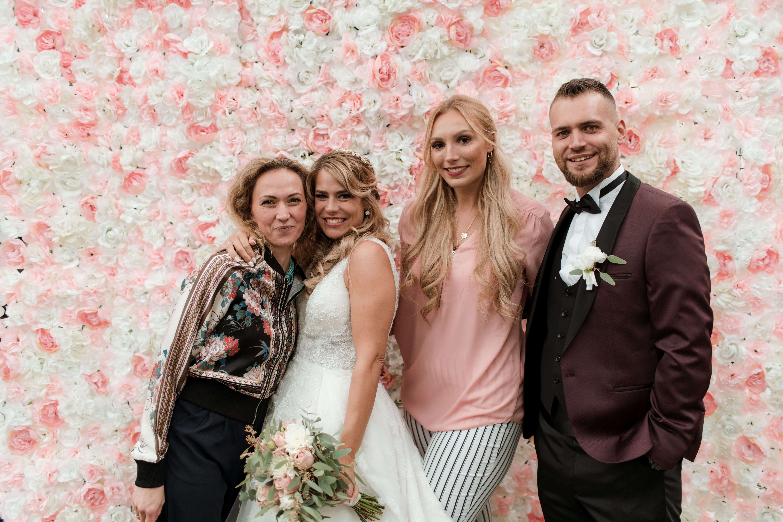 Brautpaar und Hochzeitsplanerin
