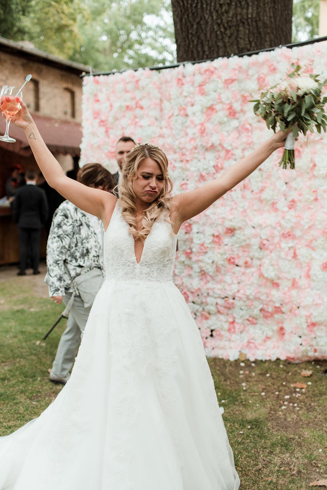 Jubelnde Braut