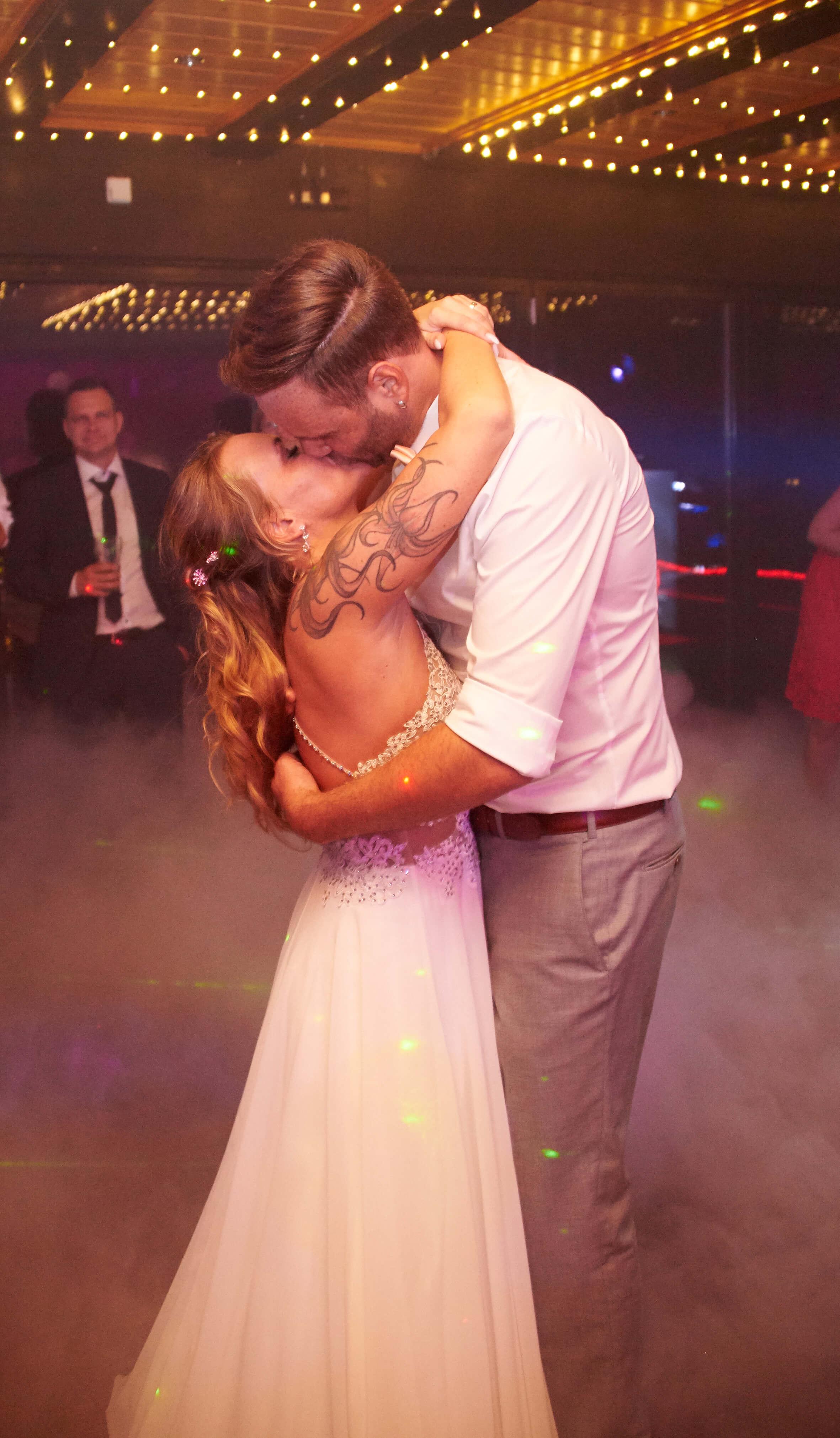 Brautpaartanz & Kuss