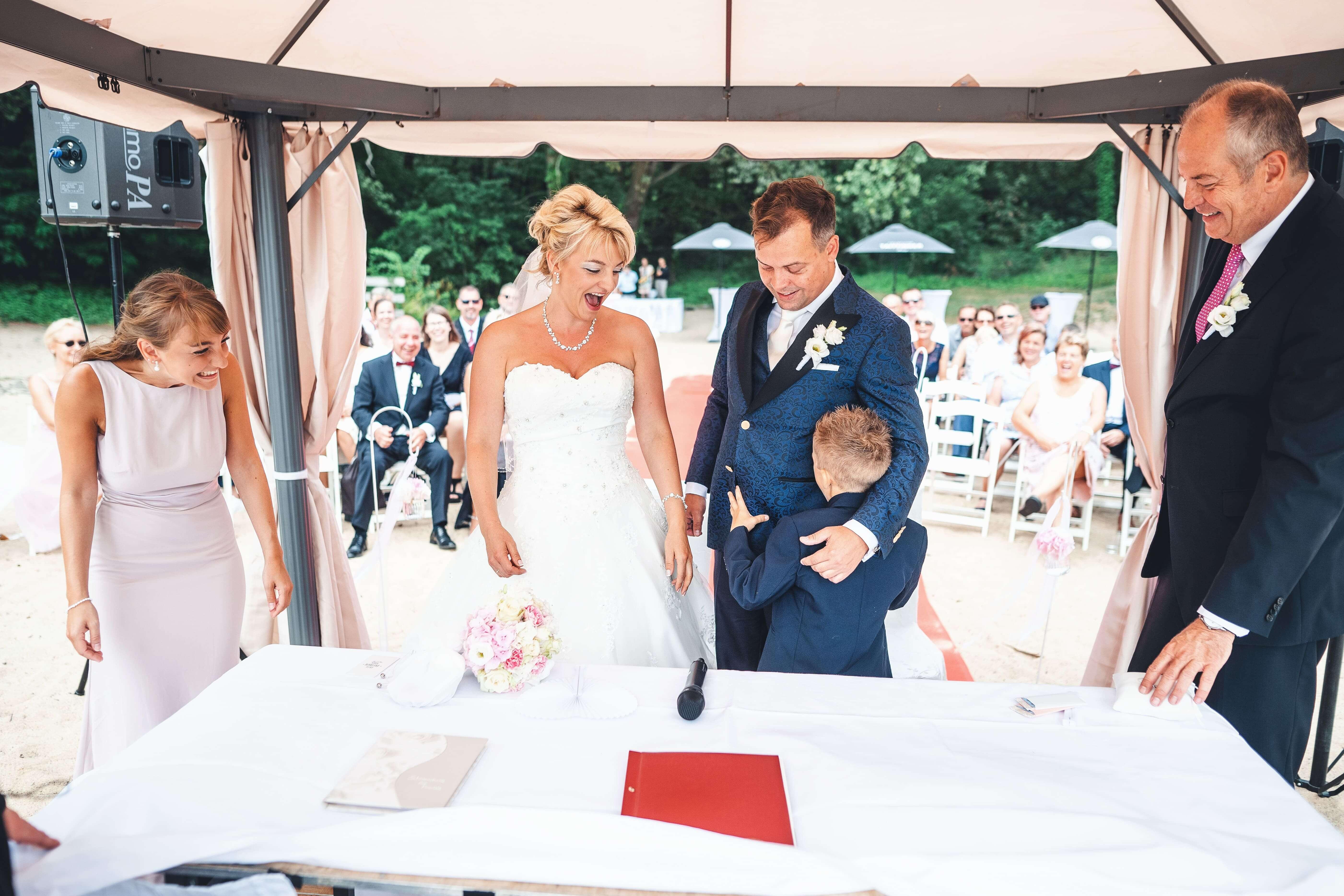 Zeremonie mit Kind