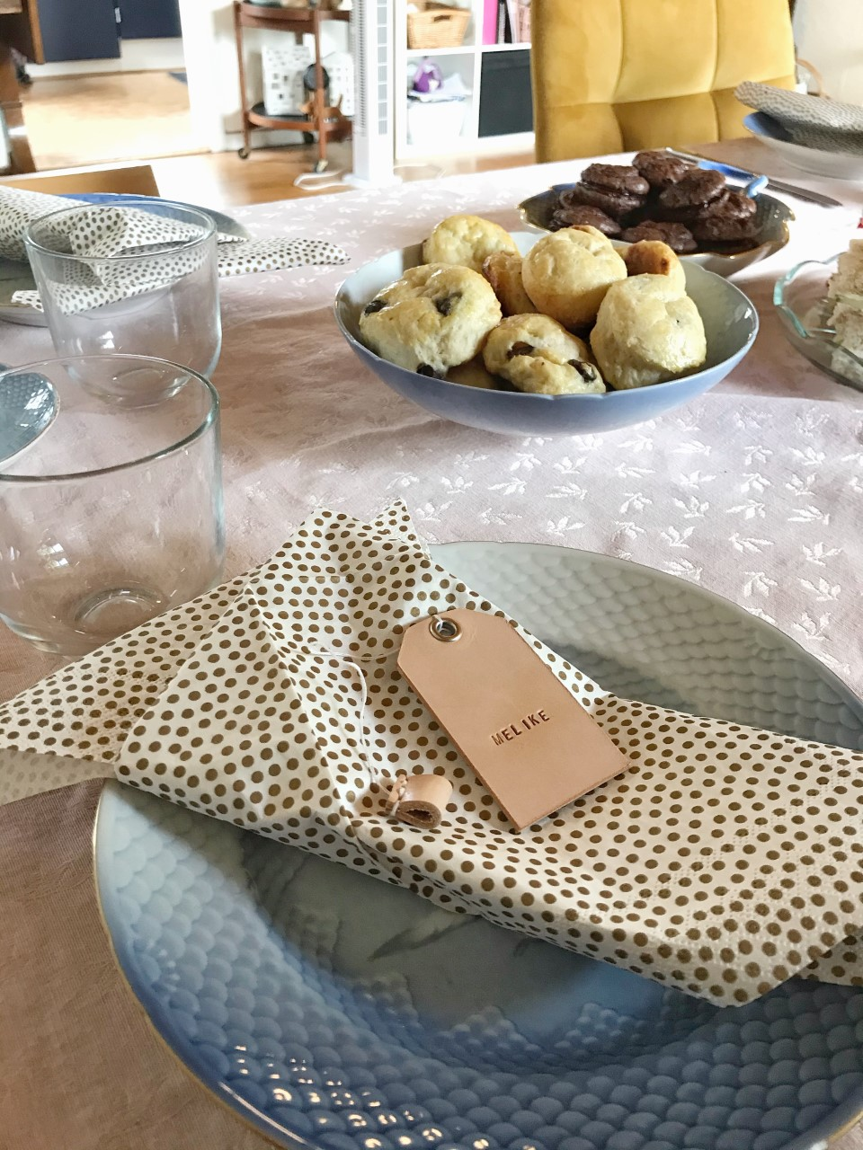 bordkort, læderbordkort, lædertag, tag, bagagemærke, rejsemærke, borddækning, placecards, bordpynt, afternoon tea