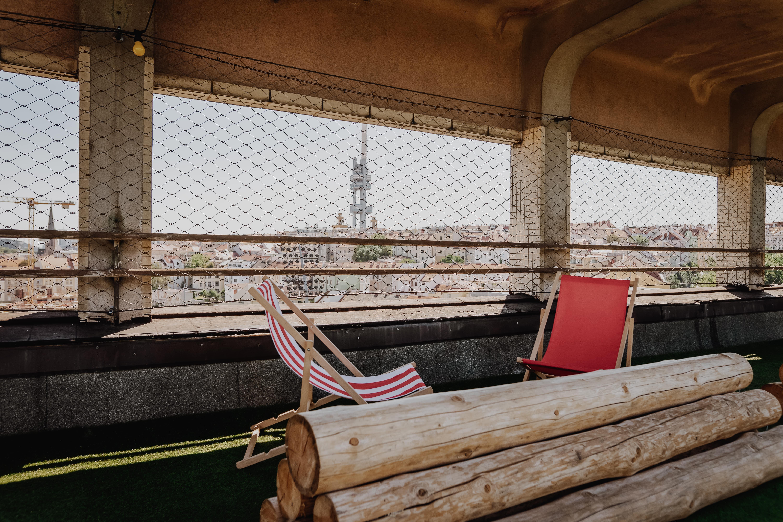 střecha radost s výhledem na žižkovskou věž