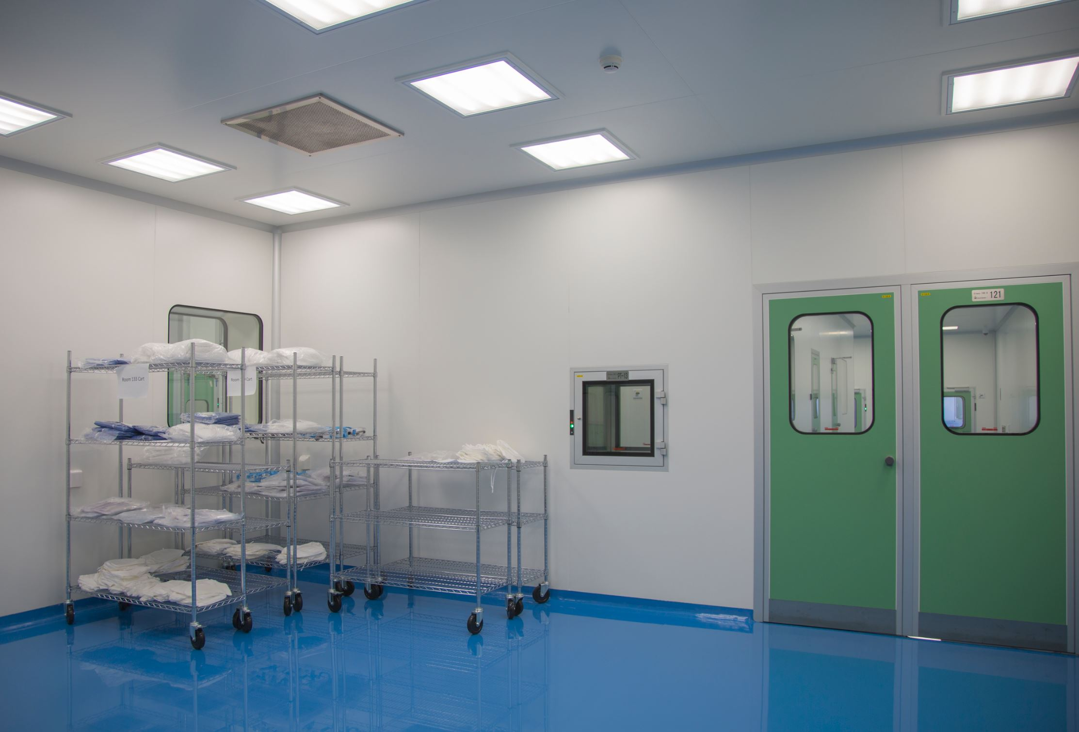 ISO 8 cleanroom for the manufacturing of PPE .  Turn key form Nicos group