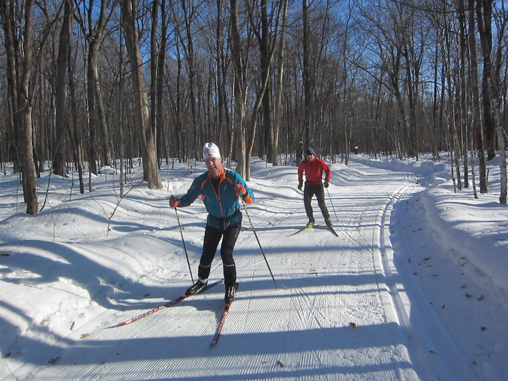 men skate skiing