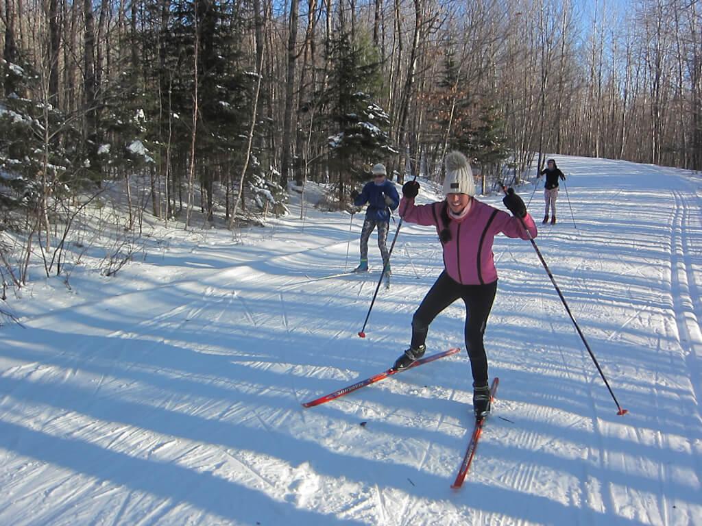 women skate skiing
