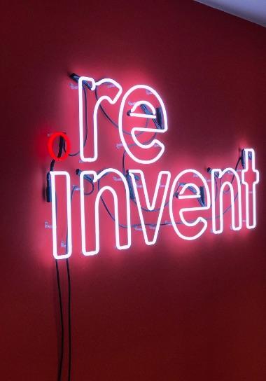 re-invent skilt