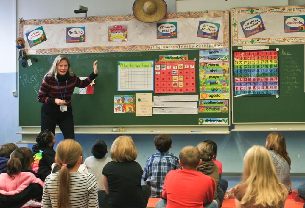 teacher leading a class on fluency
