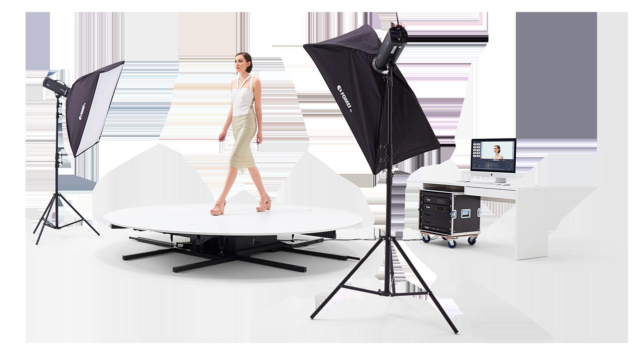 PhotoRobot CATWALK в дії зі студійними ліхтарями та програмним _controls програмного забезпечення