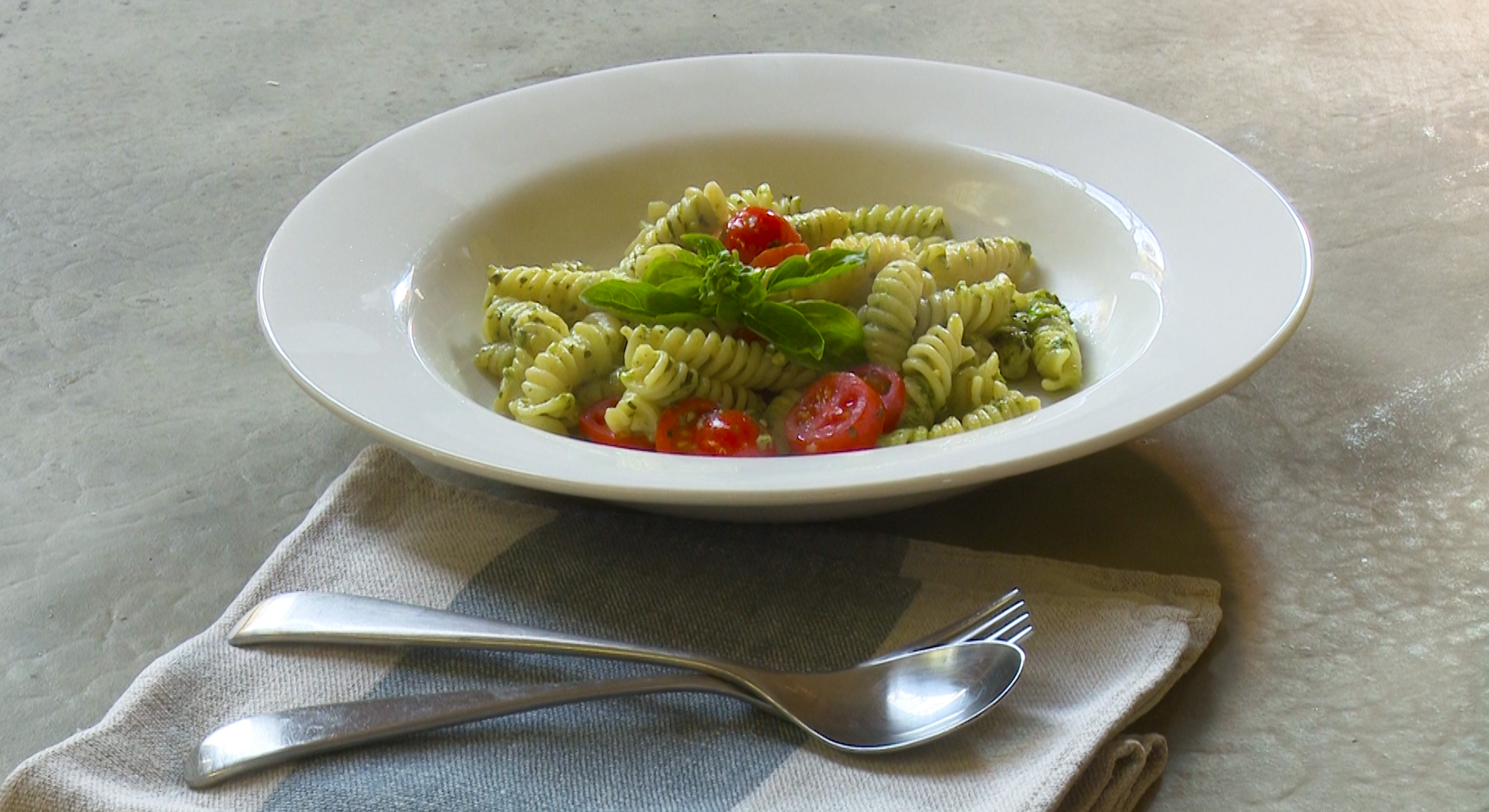 ZZ2 Romanita mini-tomatoes with Basil Pesto Pasta