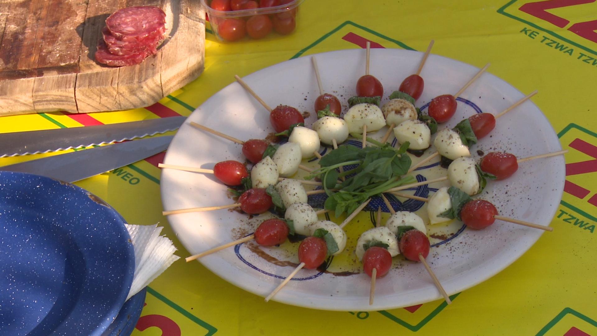 ZZ2 Romanita mini-tomatoes in a Caprese Salad Picnic
