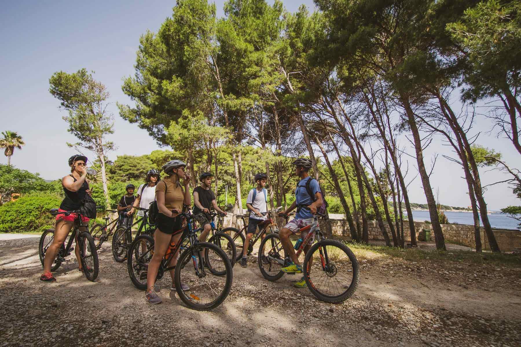 Cycling school trip on Vis island