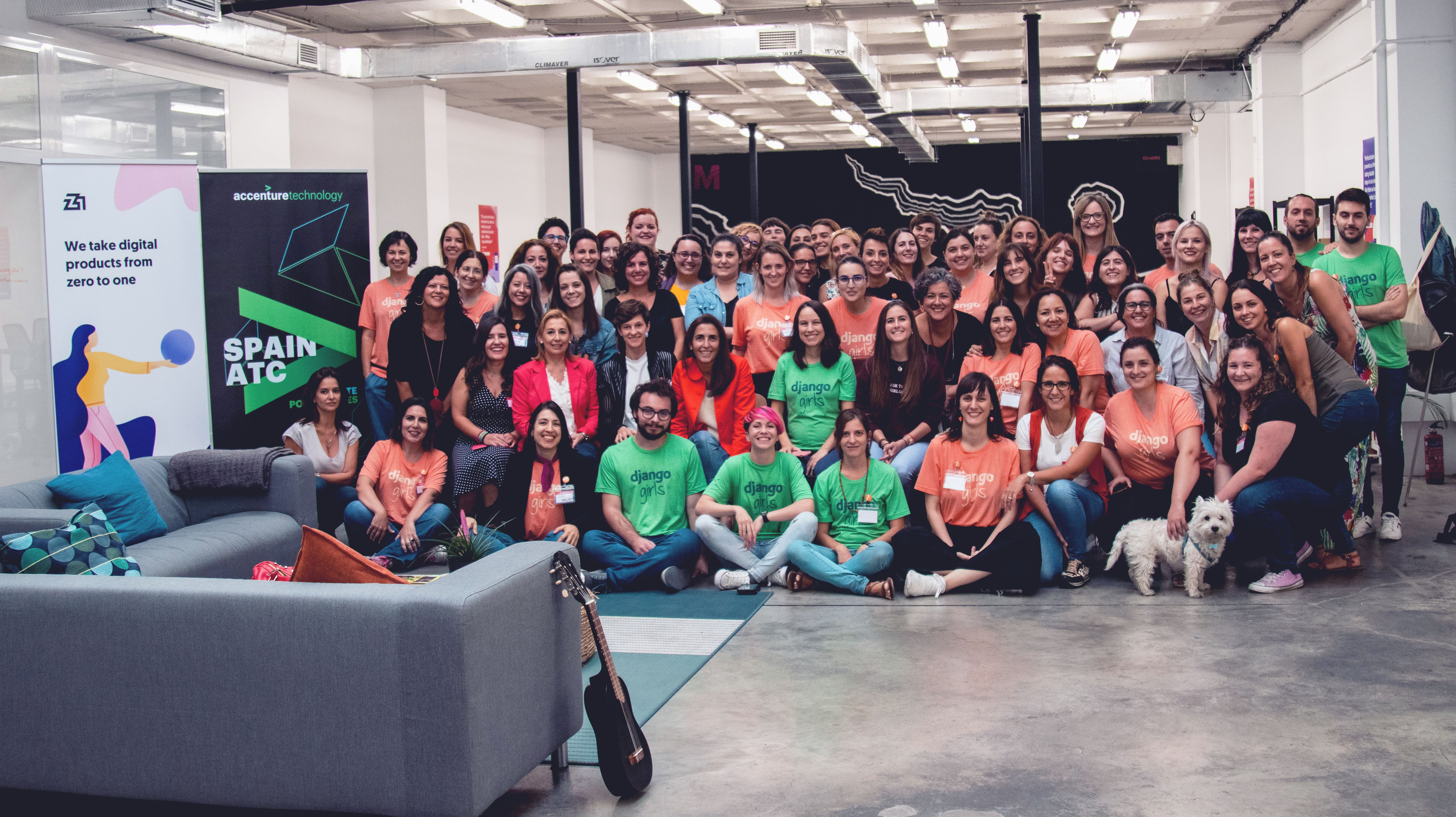 Django Girls Sevilla attendees and staff at Z1.