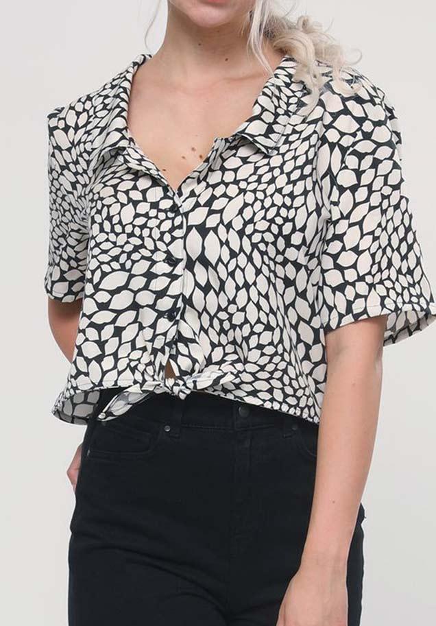 LOVJOI Hawaiihemd in schwarz weiß für Damen aus 100% Tencel