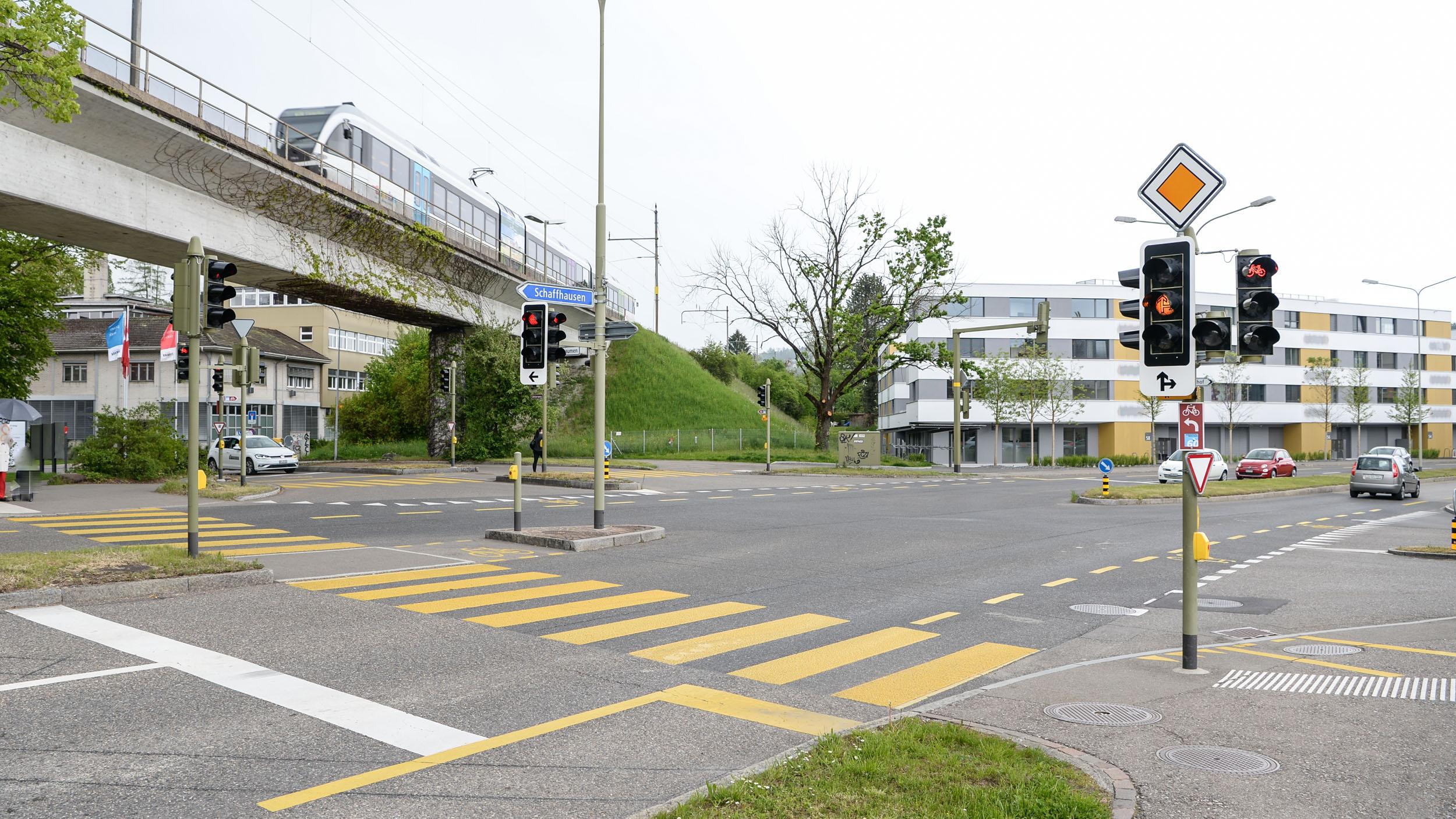 Kreuzung via Bahnhof