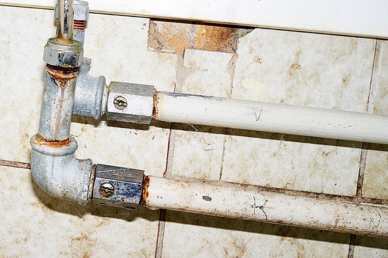 Sprænger et vandrør hjælper vi dig med at få fixet vandskaden, eventuel genhusning osv.