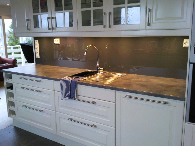 glass over kjøkkenbenk, glass kjøkkenbenk, laminert glass bad, herdet glass bad, herdet glass kjøkken, laminert glass kjøkken