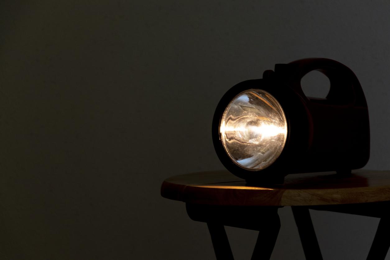 flashlight-in-dark-room