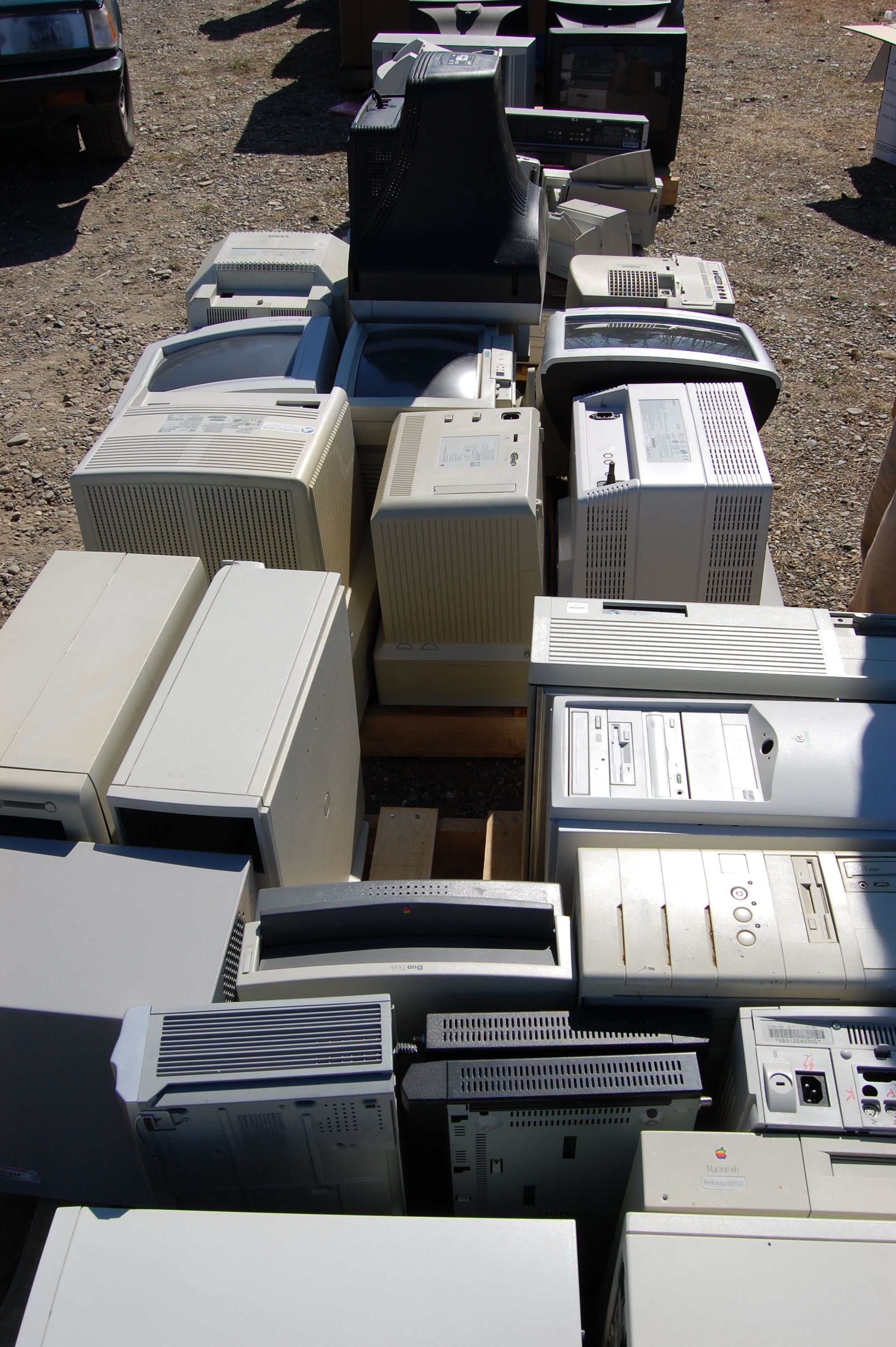 e-waste recycling of computer towers