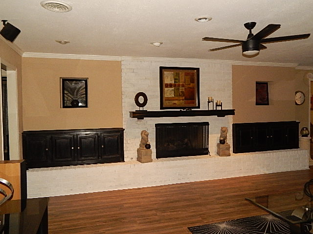 Close to Shopping and Schools Fireplace
