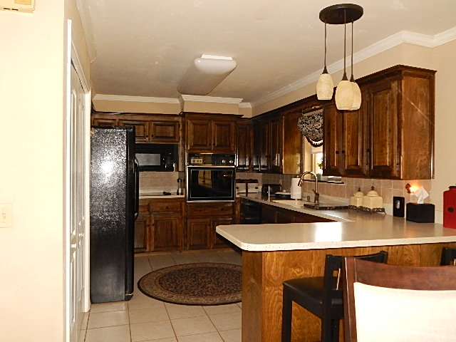 Close to Shopping and Schools Kitchen