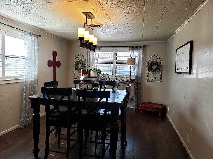 Charming Home Dining room