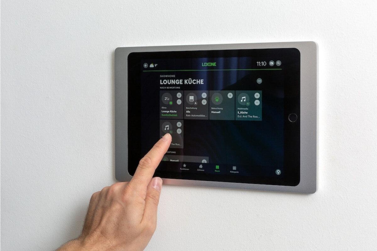 LOXONE iPad Wallmount 001