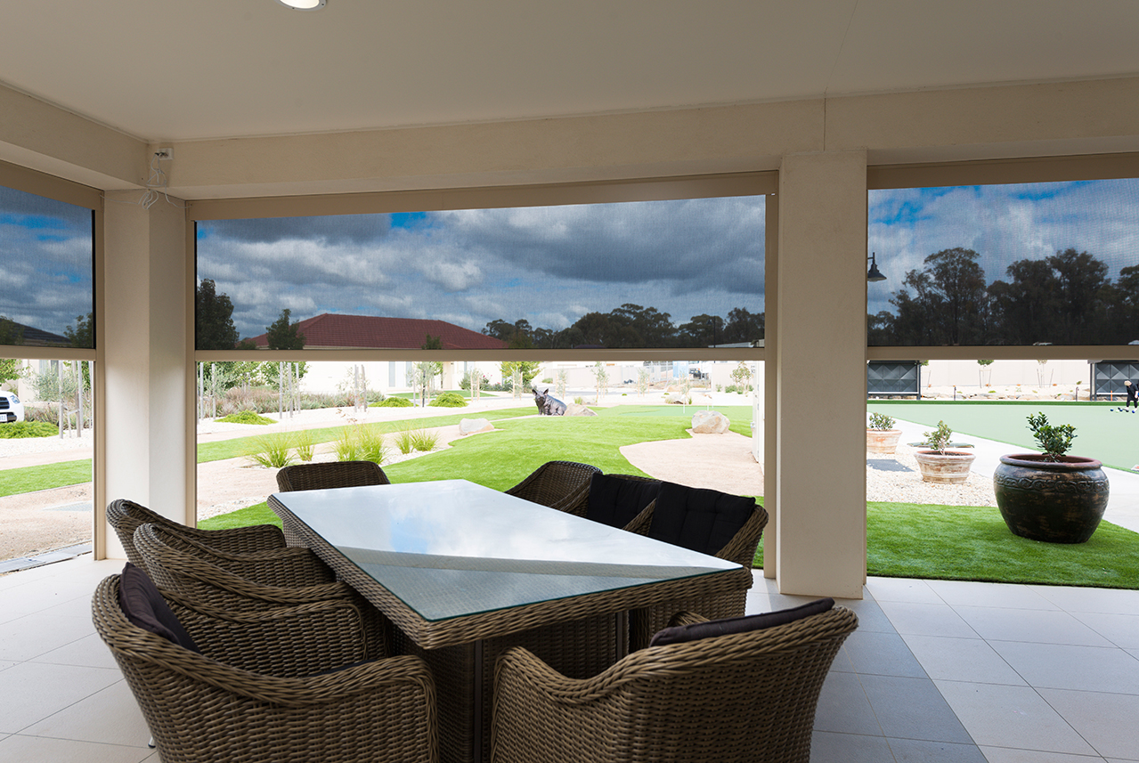 Outdoor Dinning Area E/Zip Awnings