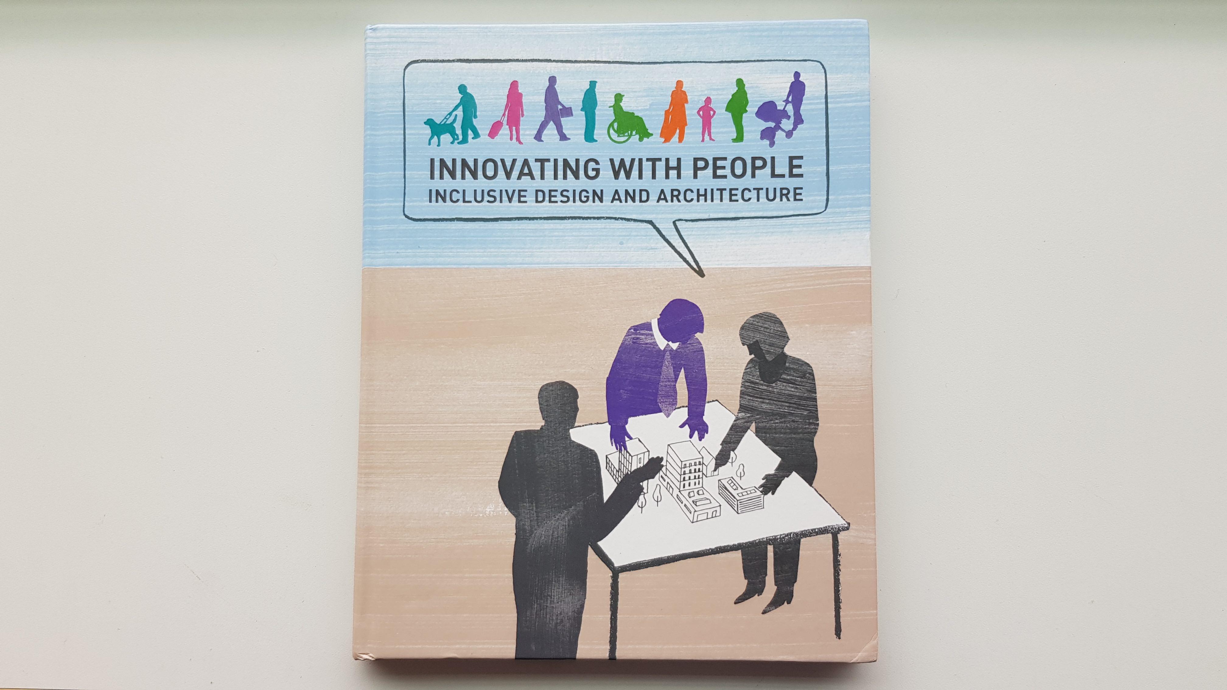 Omslag af bogen Innovating with people, som handler om inkluderende arkitektur.