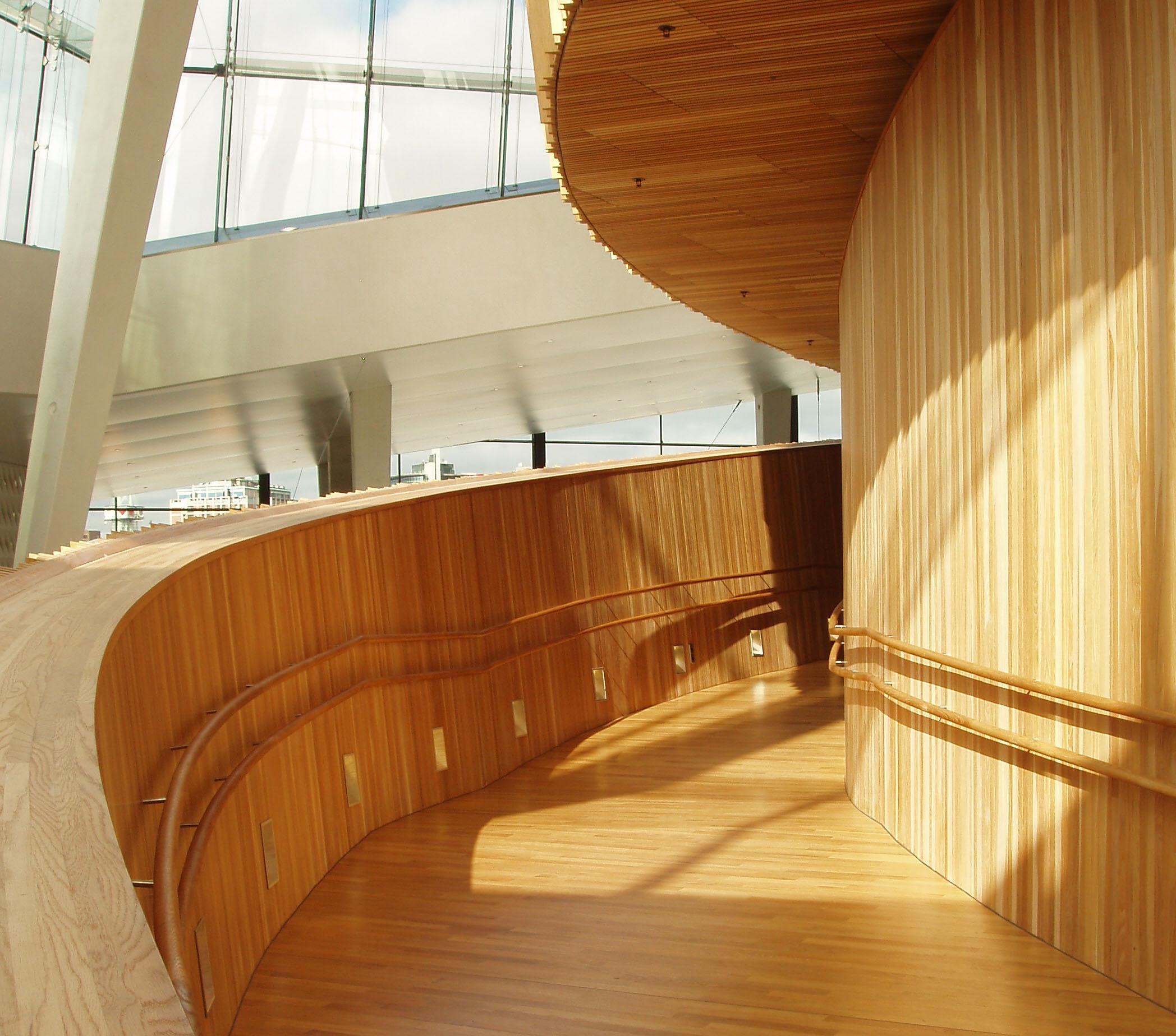 Aalborg Universitet udbyder en efteruddannelse kaldet Inkluderende Arkitektur, som fokuserer på ligeværdighed i arkitekturen.