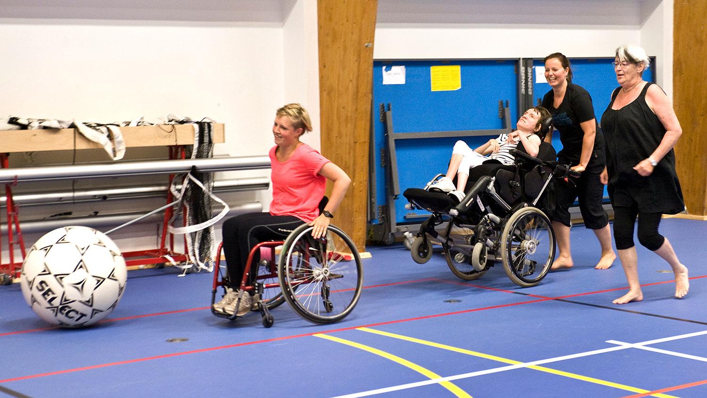 Idrætshallen byder på også sportsaktiviteter for kørestolsbrugere