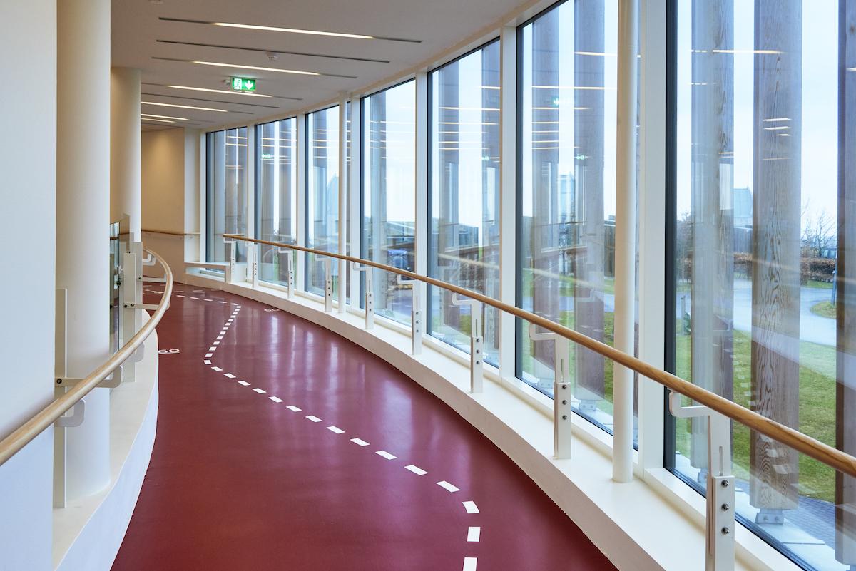 Aktivitetsrampen tilbyder flere oplevelser. Den bidrager til en sportslige atmosfære og repræsenterer en funktionalitet.