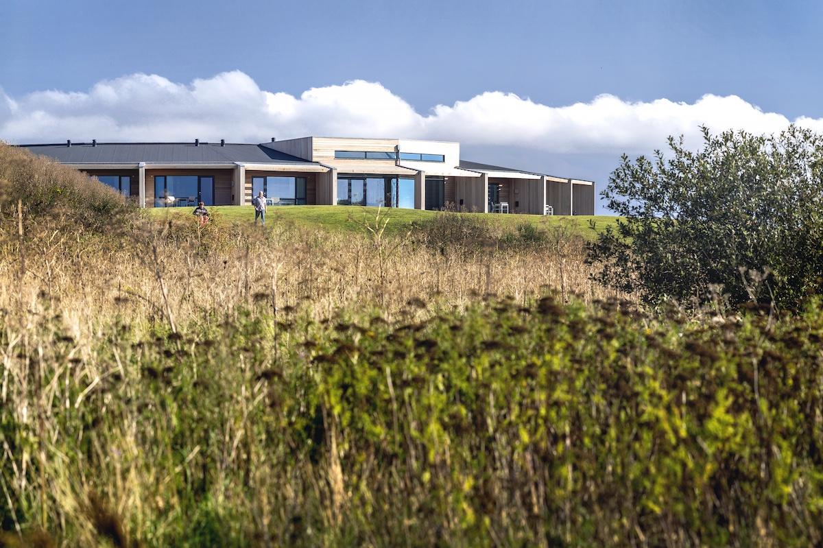 Naturen omgiver Musholm og giver en flot udsigt fra værelserne
