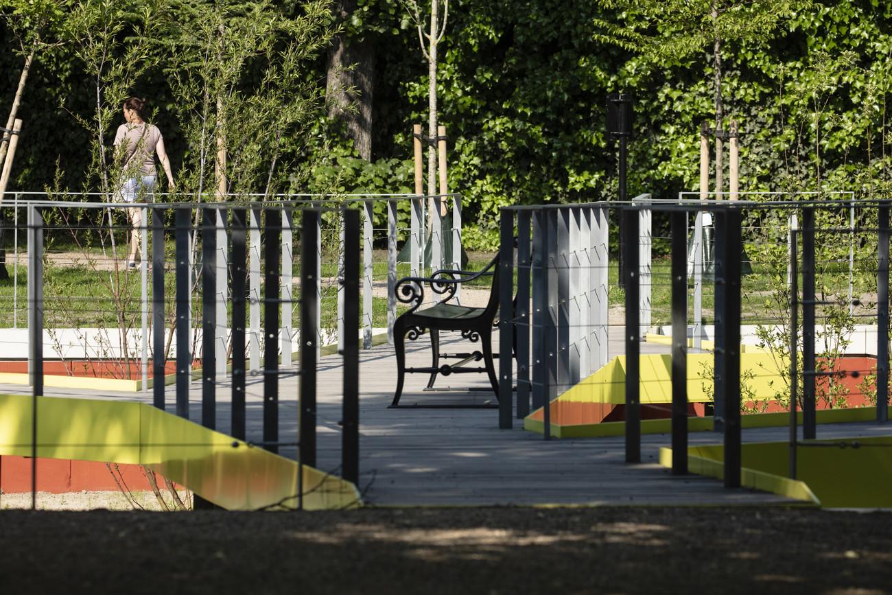 Her vises gangbroerne, hvor der er placeret flere bænke, som skaber plads til afslapning og en rolig stund