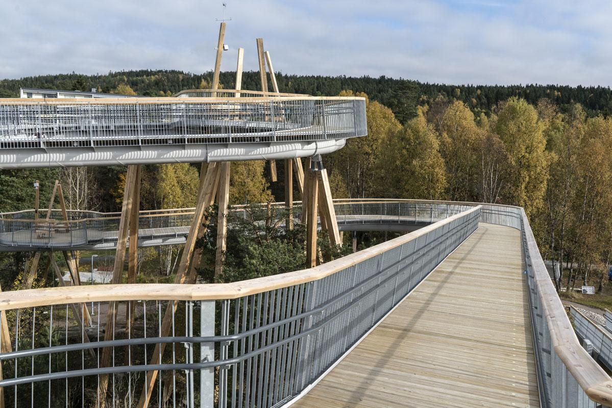 Man kan se hen til nærmeste repos, uanset hvor man befinder sig på broen.