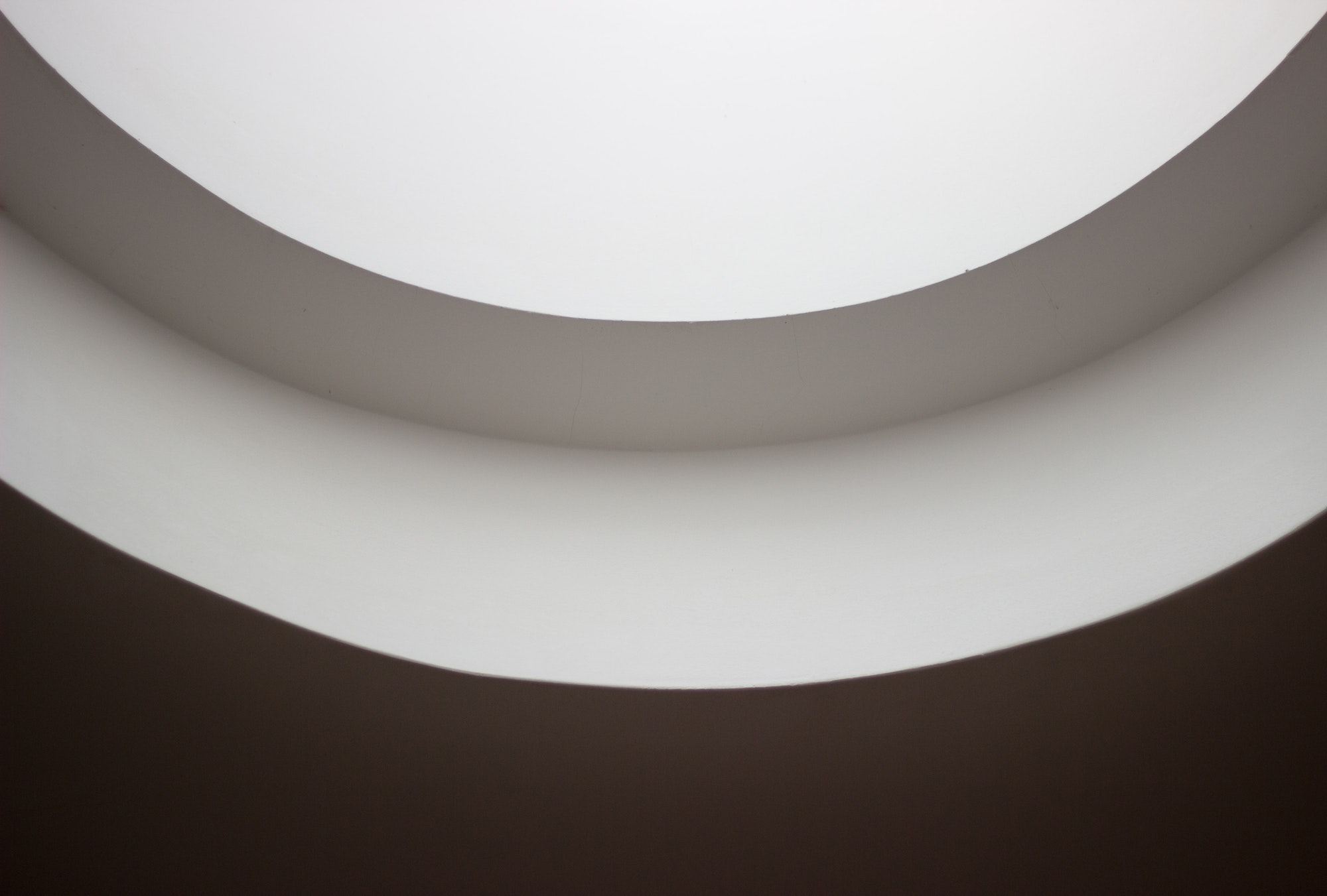 Hvidt loft i bygning