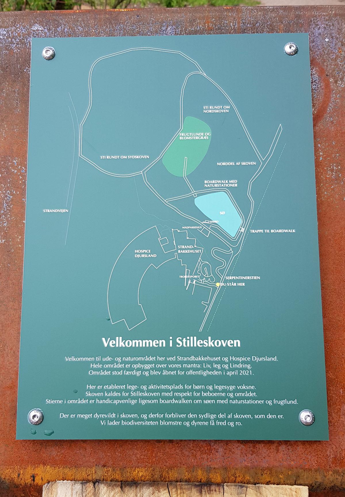 Kort over de forskellige områder og aktiviteter i Stilleskoven