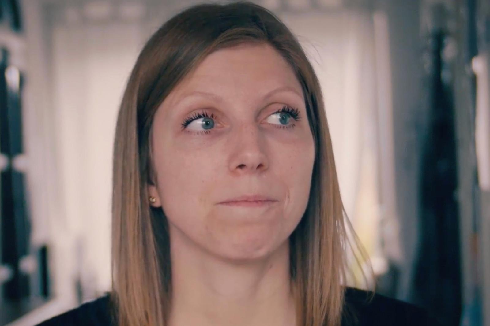 Berørt kvinder der kæmper med livet efter livmoderhalskræft