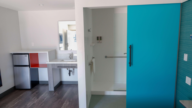 solo motel bathroom
