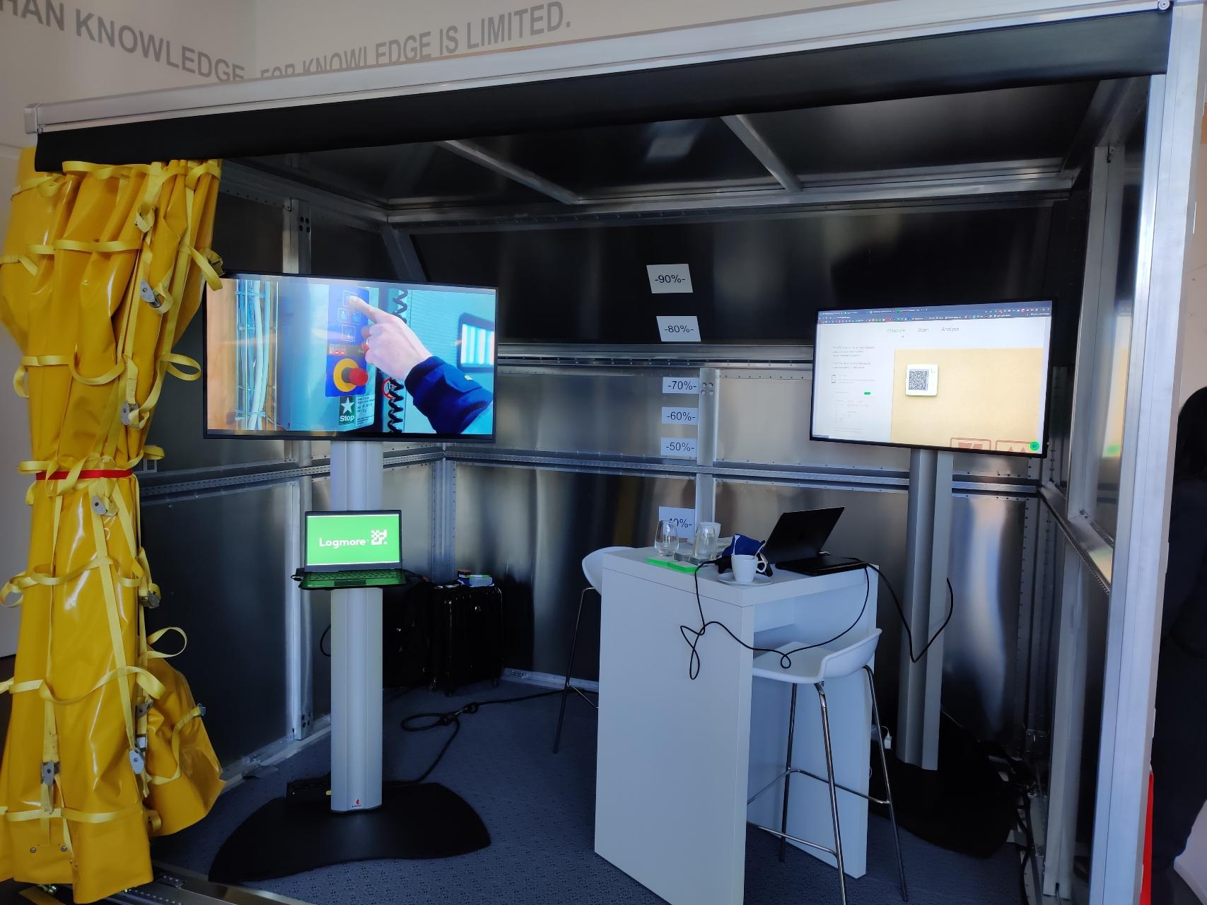logmore-booth-at-dhl-iot-day