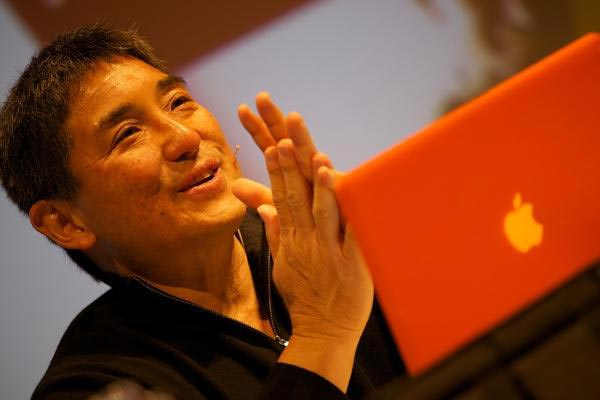 Picture of Guy Kawasaki speaking with a computer in front of him