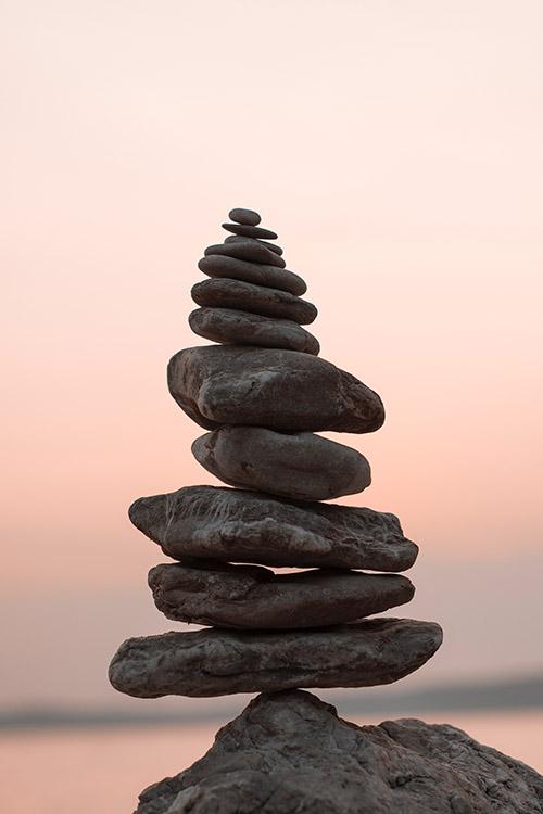 Steine gestapelt balanciert