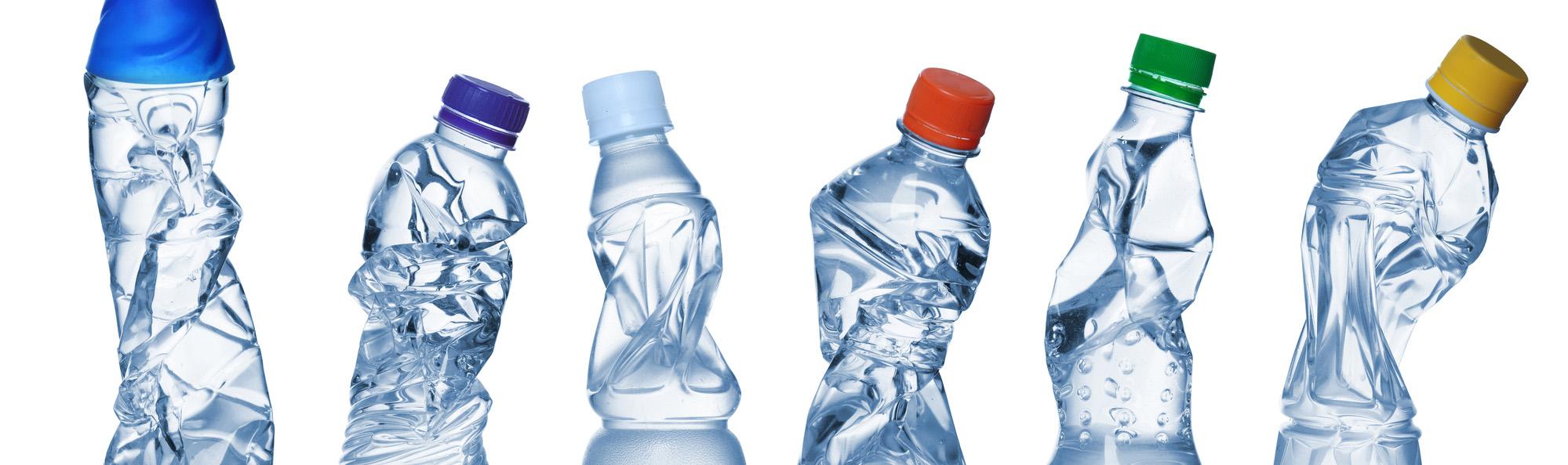 hoeveel plastic flesjes worden er wereldwijd per jaar weggegooid