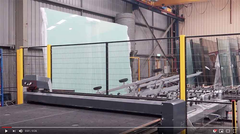 Glass sheet being transferred to cutting table by automatic load system