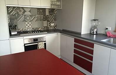 A great bungalow kitchen with the power of red energy.