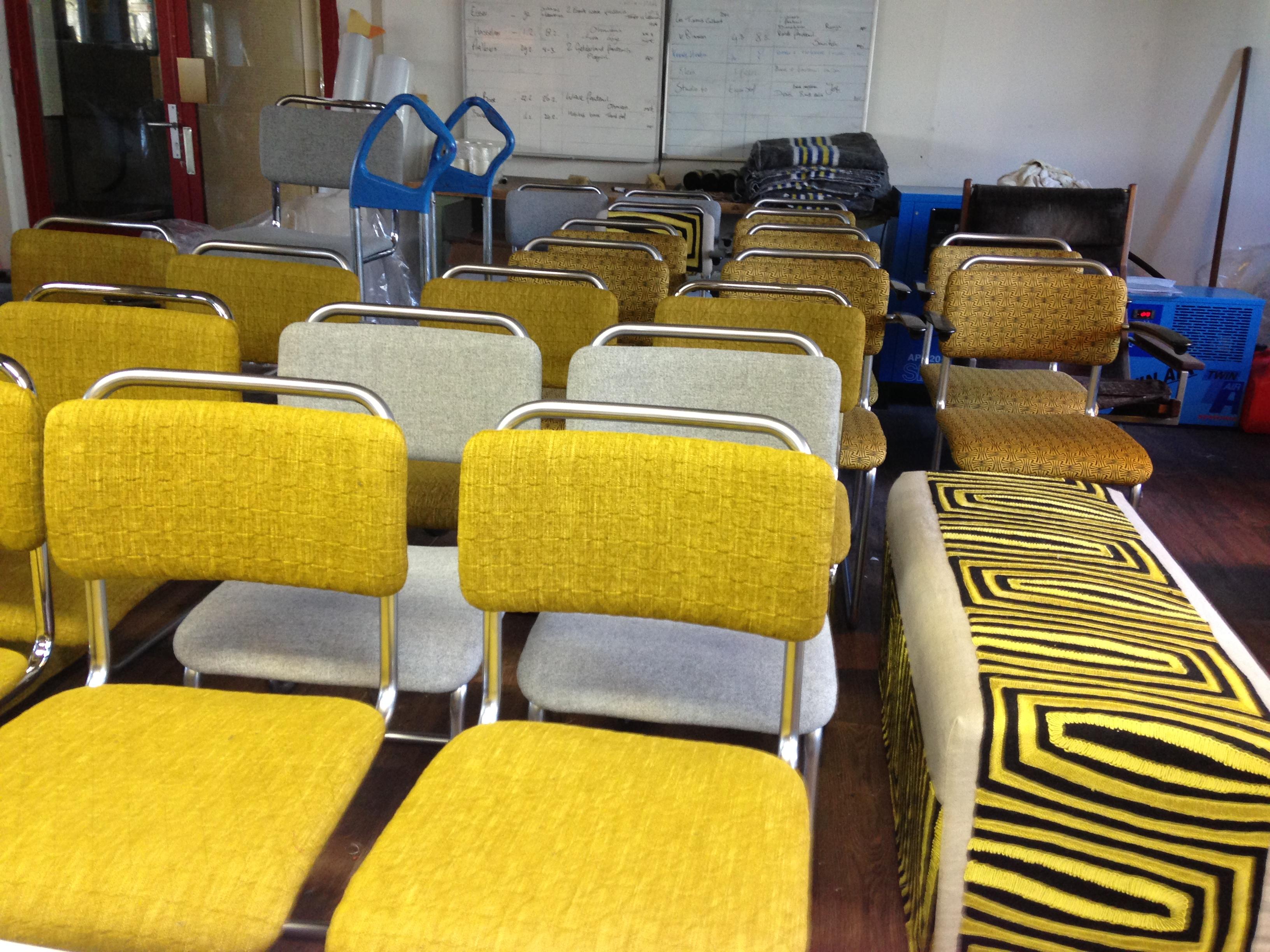 Voorraad stoelen gestoffeerd in Den Haag
