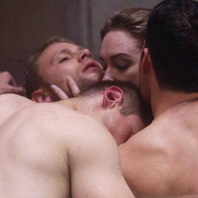 Group Sex: A Guide to Navigating Threesomes to Play Parties