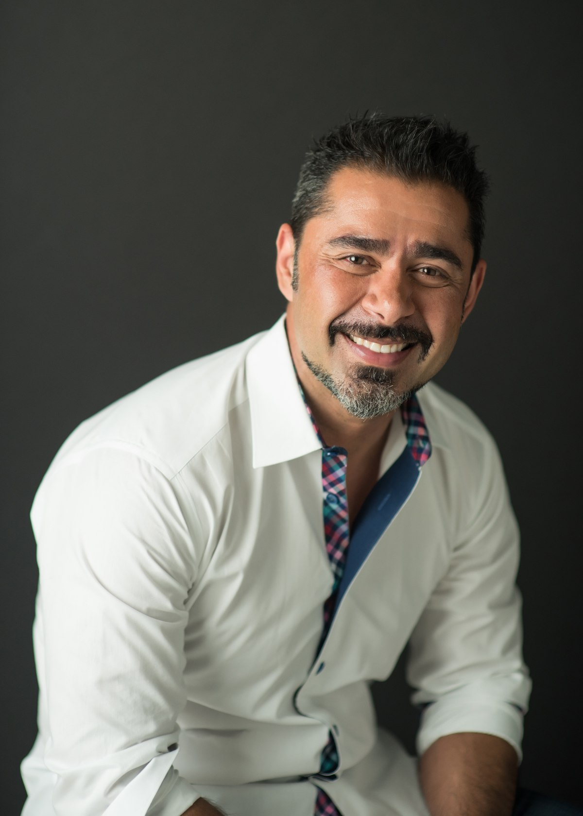 Headshot Dr. Robert Marzban