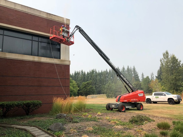 commercial pressure washing in milwaukie, or