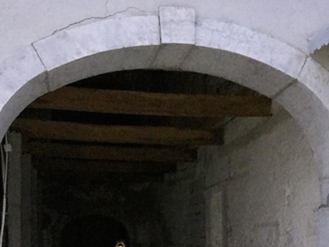 Décapage d'arches d'entrée en pierre naturelle